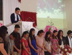 Pimpin ibadah Paskah di Borgo Tanawangko, Pnt GSVL doakan pelajar SD-SMP yang ikut UN
