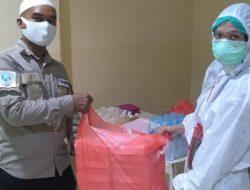 IWO Kota Manado bagikan bekal untuk sahur kepada tenaga medis Muslim