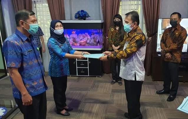 Sekda Manado serahkan surat Plt kepada dua pejabat