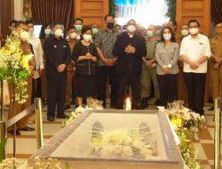 Pemkot Manado gelar ibadah penghiburan di rumah duka Almarhum SHS