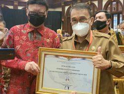 Di penghujung tugas GSVL-Mor, Pemkot Manado terima 2 penghargaan dari Menteri PANRB