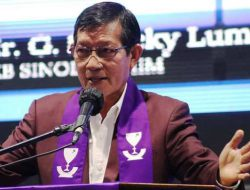 Bukan sebagai Walikota, Pnt Vicky Lumentut khadim ibadah awal bulan Pemkot Manado