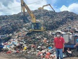 Liburan di TPA, ini yang diminta Andrei Angouw kepada operator excavator sampah