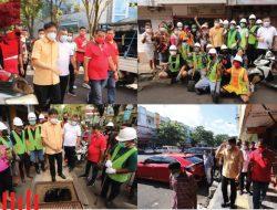 Wali Kota AA pantau vaksinasi di Pasar 45 dan dapati drainase penuh sampah di Sudirman