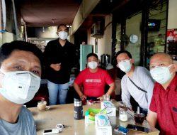 Merdeka dari Covid-19, KAGAMA Manado salurkan masker kepada jurnalis penyintas